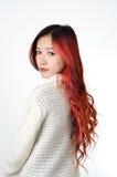 Cabelo longo vermelho das mulheres asiáticas na forma moderna Fotos de Stock