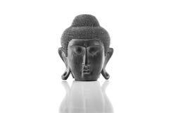 Cabeza de Buda en un fondo blanco Fotos de archivo libres de regalías