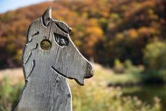 Cabeza de caballo de madera - decoración hecha a mano Imagen de archivo libre de regalías