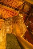 Cabeza de Hue Golden Buddha que descansa (Phra Saiyat) en Wat Pho Foto de archivo libre de regalías