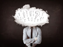 Cabeza de la nube del hombre de negocios con la pregunta y las marcas de exclamación Fotos de archivo libres de regalías