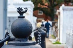 Cabeza de los posts en cementerio Foto de archivo libre de regalías