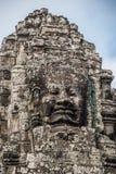 Cabeza de piedra en torres del templo de Bayon en Angkor Thom, Camboya. S Fotografía de archivo