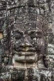 Cabeza de piedra en torres del templo de Bayon en Angkor Thom, Camboya. S Foto de archivo