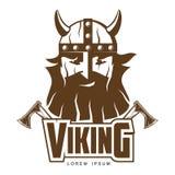 Cabeza de Viking con una barba y las hachas ilustración del vector