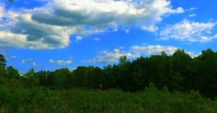 Cabeza en la parte 3 de las nubes imagenes de archivo