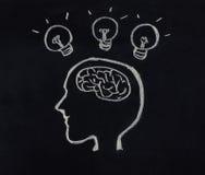 Cabeza humana, cerebro y bombilla en concepto de la idea Fotos de archivo