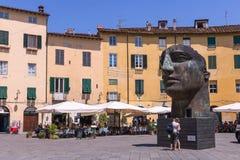 Cabeza interesante Scuplture del mitoraj de Igor del artista que se coloca en Lucca Fotografía de archivo libre de regalías