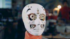 Cabeza robótica blanca, cierre para arriba metrajes