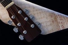 Cabezal y partitura de la guitarra Imágenes de archivo libres de regalías