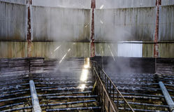 Cabezas de espray de la torre de la refrigeración por agua dentro de la torre de enfriamiento Foto de archivo