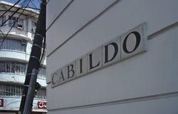 Cabildo gata undertecknar in Cabildo som är intramuros royaltyfria foton