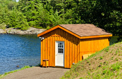 Cabin at a lake Royalty Free Stock Images