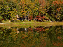 Cabin on mountain lake Royalty Free Stock Photography