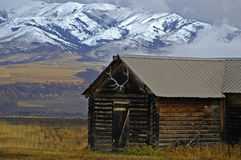 Cabin and Mountains Royalty Free Stock Photos