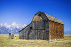 Cabin under tetons mountain Royalty Free Stock Photos