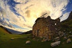 Cabina abbandonata nella montagna Fotografia Stock Libera da Diritti