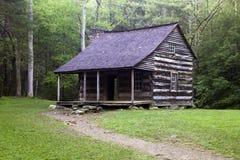 Cabina ahumada de la montaña Fotos de archivo