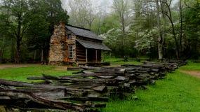 Cabina ahumada histórica de la montaña Fotografía de archivo libre de regalías