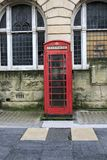 Cabina britannica rossa tradizionale immagine stock