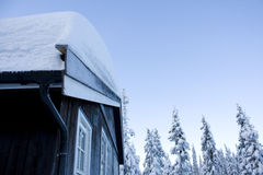 Cabina con neve in Norvegia Immagini Stock