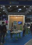 Cabina de la compañía de Microsoft en la ECO 2015, la feria profesional más grande de la electrónica de Ucrania Foto de archivo