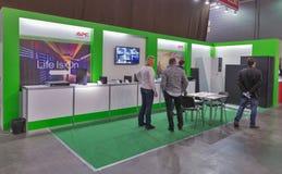 Cabina de la compañía de Schneider Electric en la ECO 2015, la feria profesional más grande de la electrónica de Ucrania Fotografía de archivo libre de regalías