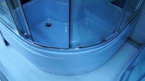 Cabina de la ducha, apertura de una puerta