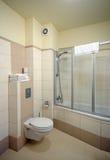 Cabina de la ducha del cuarto de baño. Fotografía de archivo libre de regalías