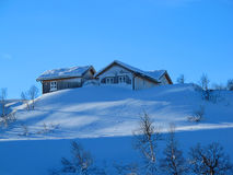 Cabina de la montaña del invierno Foto de archivo