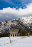 Cabina de la montaña rocosa Fotografía de archivo