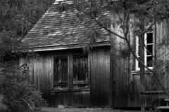 Cabina de madera vieja en el bosque Imagen de archivo