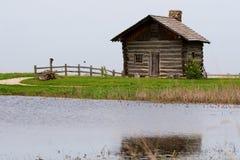 Cabina de registro en el lago Imagenes de archivo