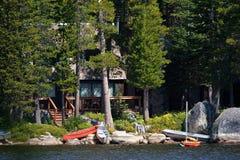 Cabina de registro por el lago Imágenes de archivo libres de regalías