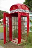 Cabina de teléfono antigua. Fotos de archivo libres de regalías