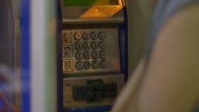 Cabina de teléfono de la noche metrajes