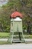 Cabina de teléfono del vintage Foto de archivo libre de regalías
