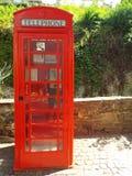 Cabina de teléfono inglesa vieja Imágenes de archivo libres de regalías
