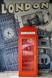 Cabina de teléfono de Londres y Ben grande fotografía de archivo libre de regalías