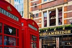Cabina de teléfono roja de Londres Imágenes de archivo libres de regalías