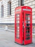 Cabina de teléfono roja en Londres Imagen de archivo libre de regalías