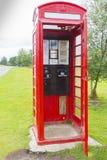 Cabina de teléfono roja inglesa típica Foto de archivo libre de regalías