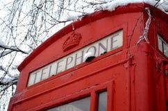 Cabina de teléfonos del pueblo Fotografía de archivo libre de regalías