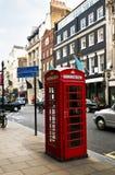 Cabina de teléfonos en Londres Foto de archivo libre de regalías