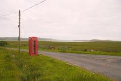 Cabina de teléfonos sola Foto de archivo libre de regalías