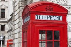 Cabina de teléfonos roja clásica de Londres Imagen de archivo libre de regalías