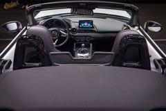 Cabina de un automóvil descubierto Mazda MX-5 imagen de archivo libre de regalías
