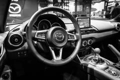 Cabina de un automóvil descubierto Mazda MX-5 fotos de archivo libres de regalías