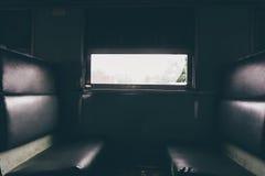 Cabina de un ferrocarril tailandés público del tren con el asiento, proceso en estilo del vintage Foto de archivo libre de regalías