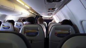 Cabina del aeroplano, pasajeros, asientos, vuelos almacen de metraje de vídeo
